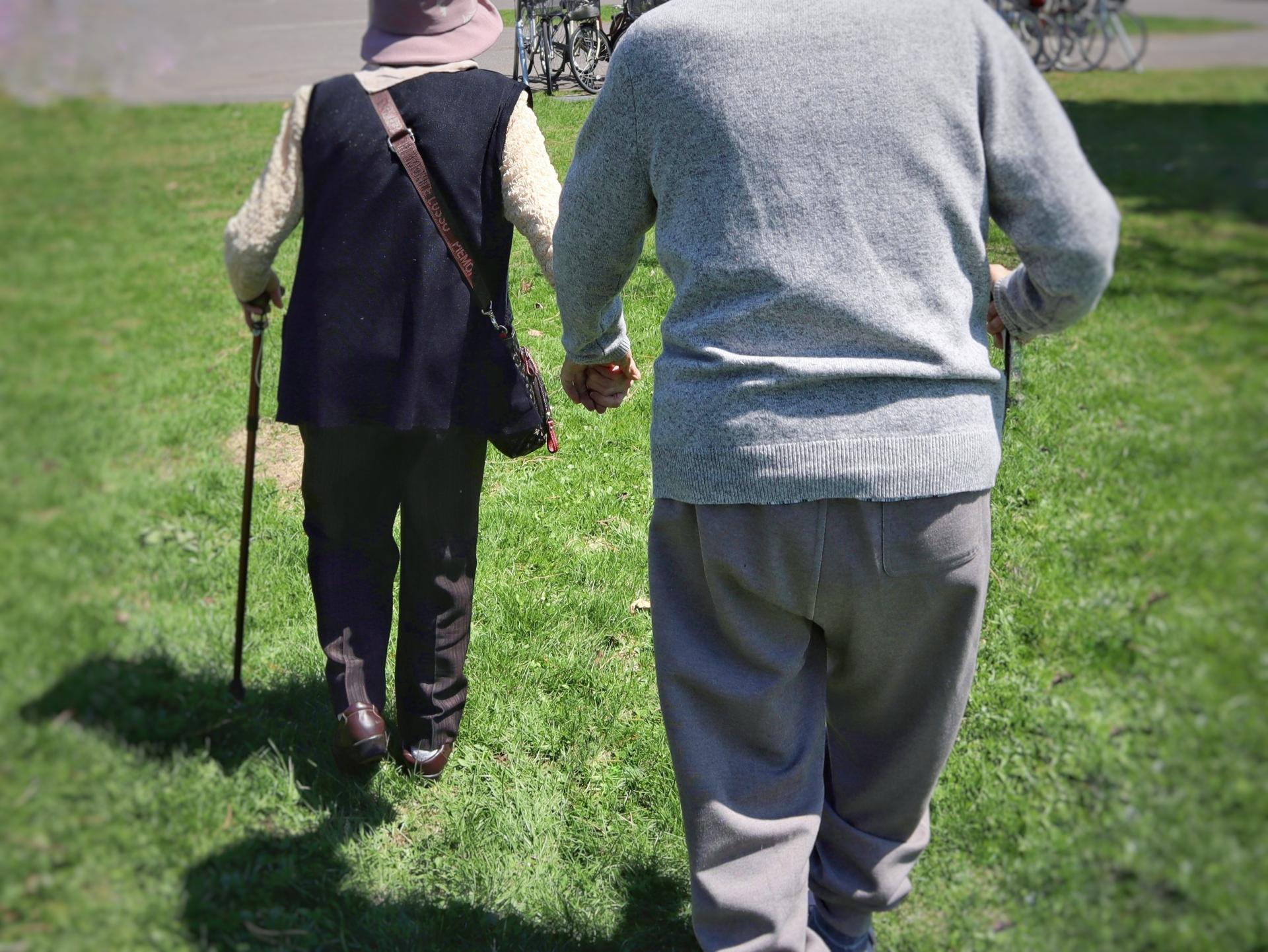 高齢夫婦の二人三脚